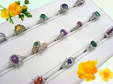 豊富な種類の宝石を高品質で揃えています。